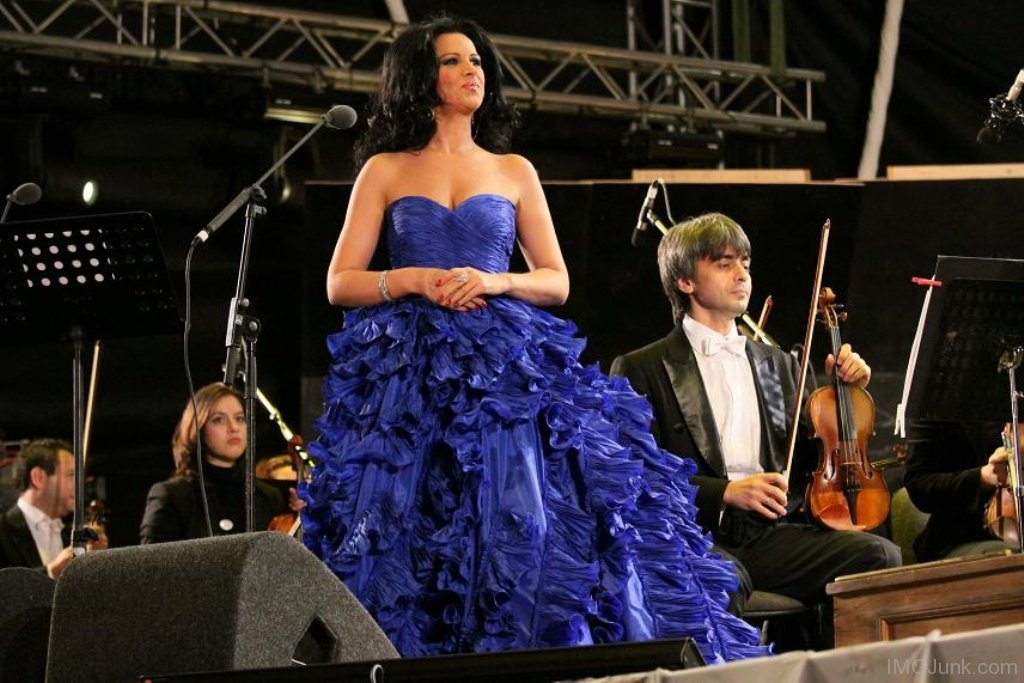 Angela-Gheorghiu-In-Blue-Dress-ij011